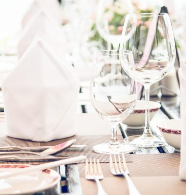 WEDDING CATERING TIPS: CHOOSING BETWEEN <br>A PLATED SERVICE OR BUFFET